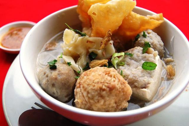 Súp thịt viên Bakso - Món ăn đường phố phải thử tại Indonesia - Ảnh 1.
