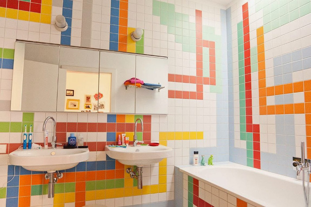Thích thú với những mẫu phòng tắm ngập sắc màu - Ảnh 1.