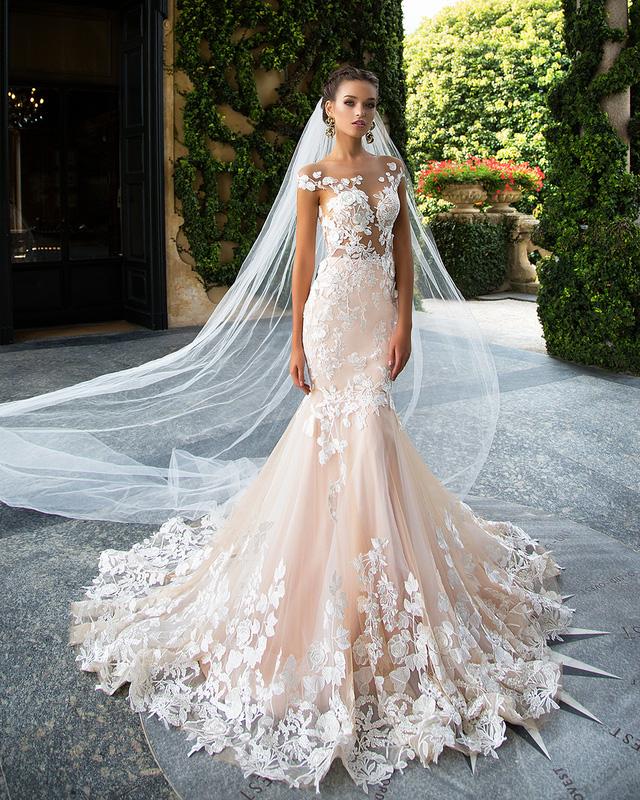 Những mẫu váy cưới tuyệt đẹp cho mùa cưới 2017 - Ảnh 2.
