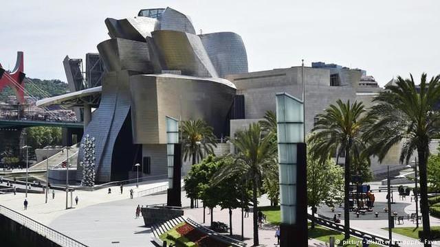 Bảo tàng Bilbao với thiết kế ấn tượng tại Tây Ban Nha - Ảnh 2.