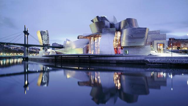 Bảo tàng Bilbao với thiết kế ấn tượng tại Tây Ban Nha - Ảnh 1.
