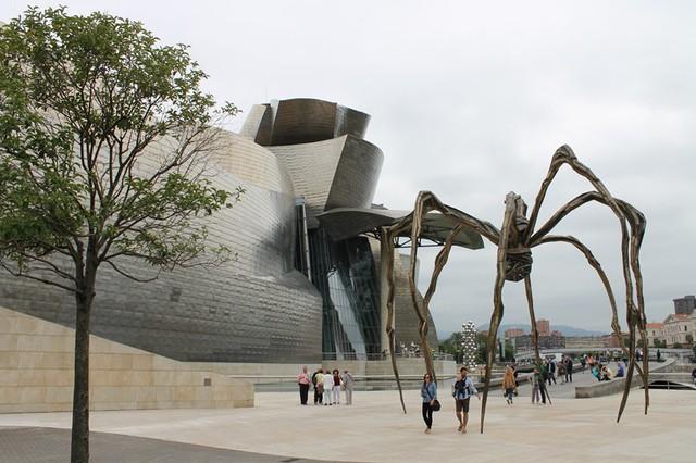 Bảo tàng Bilbao với thiết kế ấn tượng tại Tây Ban Nha - Ảnh 6.