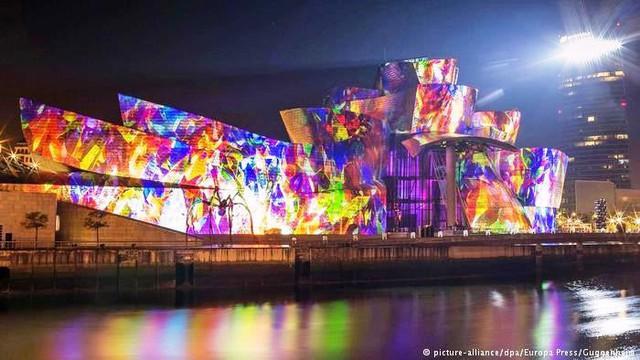 Bảo tàng Bilbao với thiết kế ấn tượng tại Tây Ban Nha - Ảnh 4.