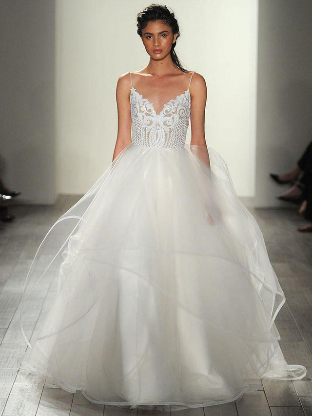 Mê mẩn những mẫu váy cưới vừa đơn giản, vừa sang chảnh - Ảnh 3.