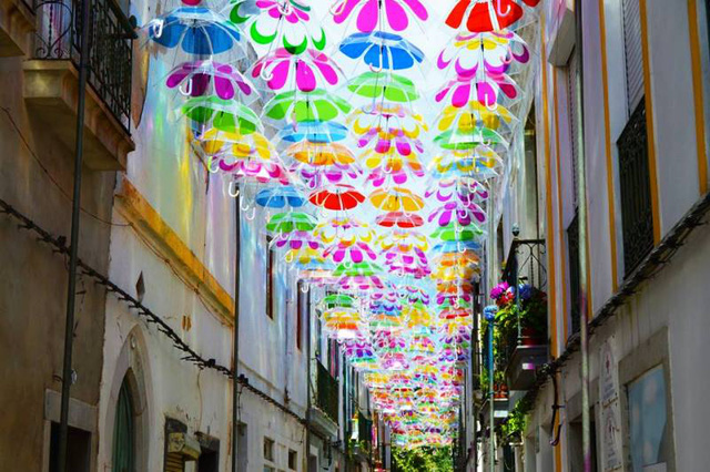 Thú vị con đường với những chiếc ô rực rỡ tại Bồ Đào Nha - Ảnh 12.