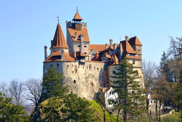 Lâu đài cổ - Một trong những nét đặc trưng của du lịch châu Âu - Ảnh 3.