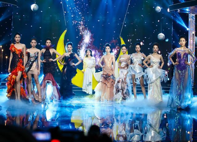 Sài Gòn đêm thứ 7: Đồng Lan vắt vẻo trên trăng, hòa mình cùng thời trang Quỳnh Paris - Ảnh 2.