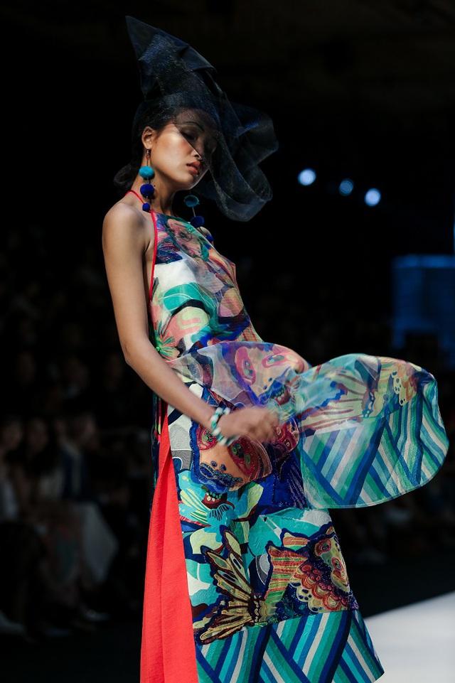 Mộng mị với NTK Thủy Nguyễn trên sàn catwalk Tuần lễ thời trang quốc tế Việt Nam Xuân - Hè 2017 - Ảnh 1.