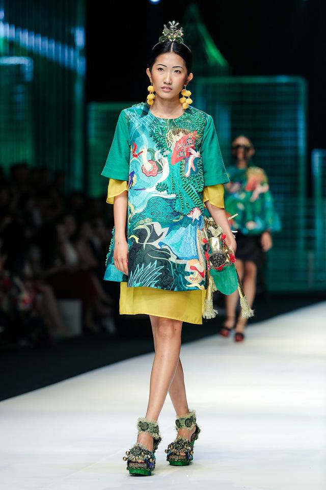 Mộng mị với NTK Thủy Nguyễn trên sàn catwalk Tuần lễ thời trang quốc tế Việt Nam Xuân - Hè 2017 - Ảnh 12.