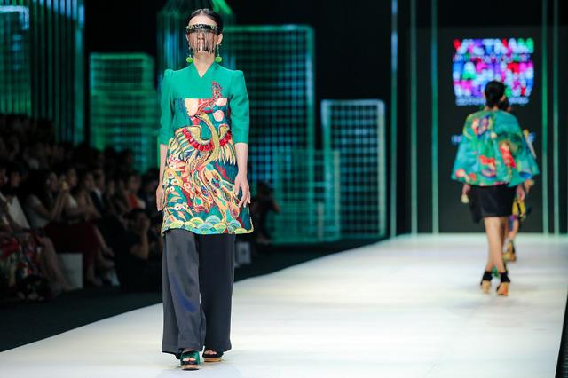 Mộng mị với NTK Thủy Nguyễn trên sàn catwalk Tuần lễ thời trang quốc tế Việt Nam Xuân - Hè 2017 - Ảnh 13.