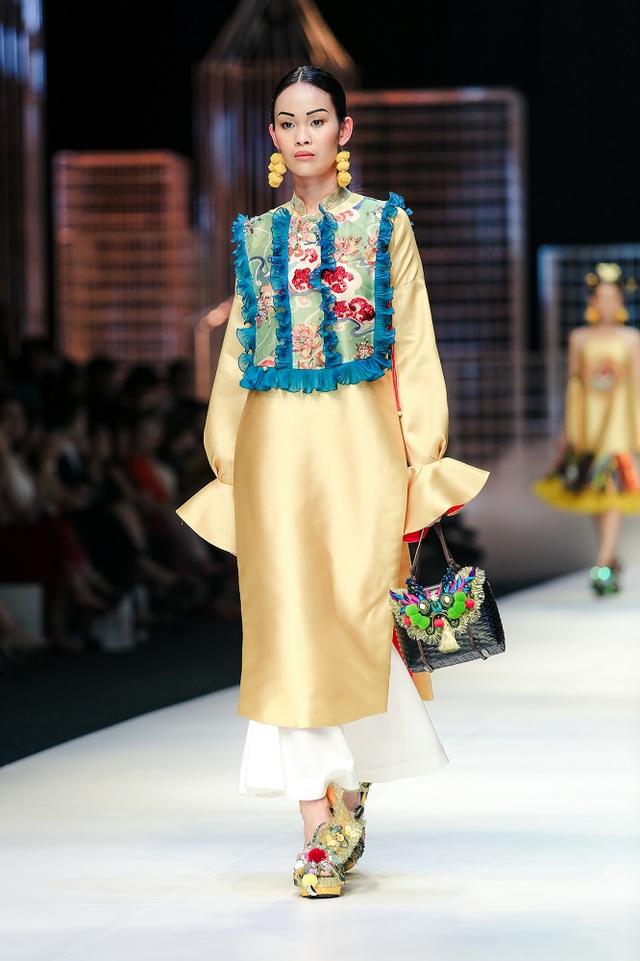 Mộng mị với NTK Thủy Nguyễn trên sàn catwalk Tuần lễ thời trang quốc tế Việt Nam Xuân - Hè 2017 - Ảnh 15.