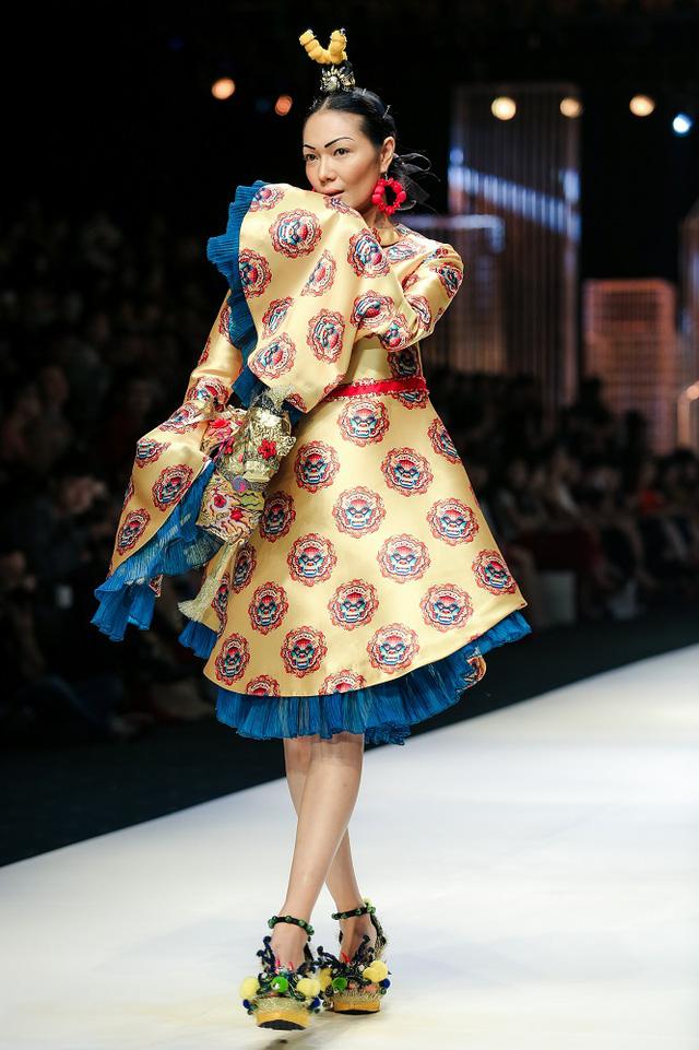 Mộng mị với NTK Thủy Nguyễn trên sàn catwalk Tuần lễ thời trang quốc tế Việt Nam Xuân - Hè 2017 - Ảnh 17.