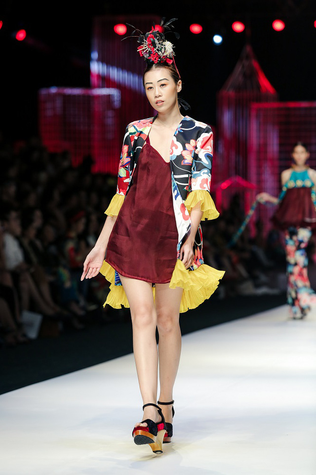 Mộng mị với NTK Thủy Nguyễn trên sàn catwalk Tuần lễ thời trang quốc tế Việt Nam Xuân - Hè 2017 - Ảnh 21.