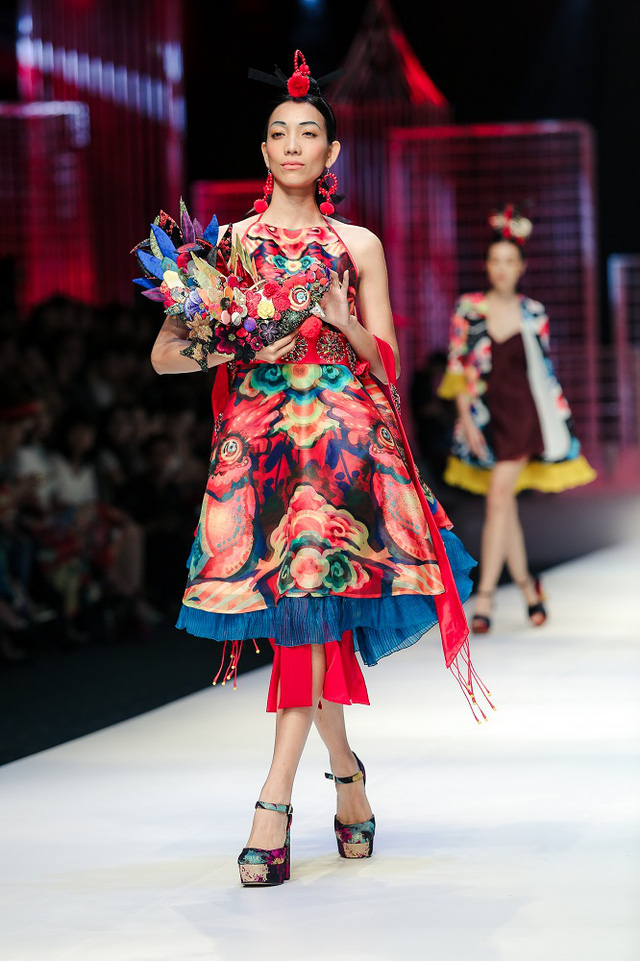 Mộng mị với NTK Thủy Nguyễn trên sàn catwalk Tuần lễ thời trang quốc tế Việt Nam Xuân - Hè 2017 - Ảnh 22.