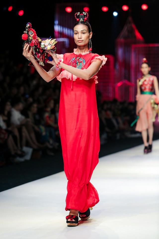 Mộng mị với NTK Thủy Nguyễn trên sàn catwalk Tuần lễ thời trang quốc tế Việt Nam Xuân - Hè 2017 - Ảnh 26.
