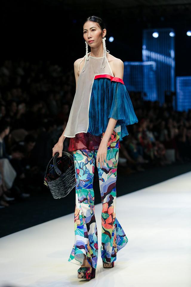 Mộng mị với NTK Thủy Nguyễn trên sàn catwalk Tuần lễ thời trang quốc tế Việt Nam Xuân - Hè 2017 - Ảnh 3.