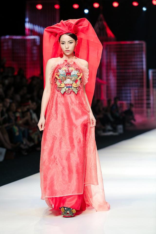Mộng mị với NTK Thủy Nguyễn trên sàn catwalk Tuần lễ thời trang quốc tế Việt Nam Xuân - Hè 2017 - Ảnh 28.