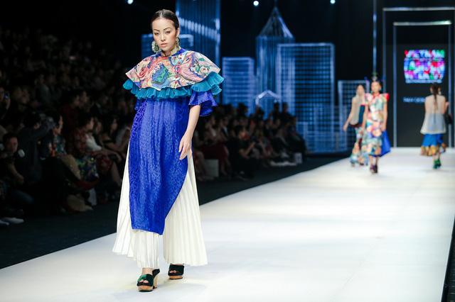 Mộng mị với NTK Thủy Nguyễn trên sàn catwalk Tuần lễ thời trang quốc tế Việt Nam Xuân - Hè 2017 - Ảnh 4.