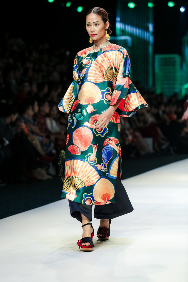 Mộng mị với NTK Thủy Nguyễn trên sàn catwalk Tuần lễ thời trang quốc tế Việt Nam Xuân - Hè 2017 - Ảnh 6.