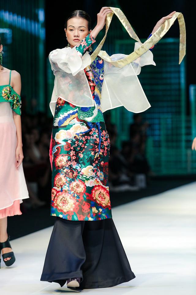 Mộng mị với NTK Thủy Nguyễn trên sàn catwalk Tuần lễ thời trang quốc tế Việt Nam Xuân - Hè 2017 - Ảnh 9.