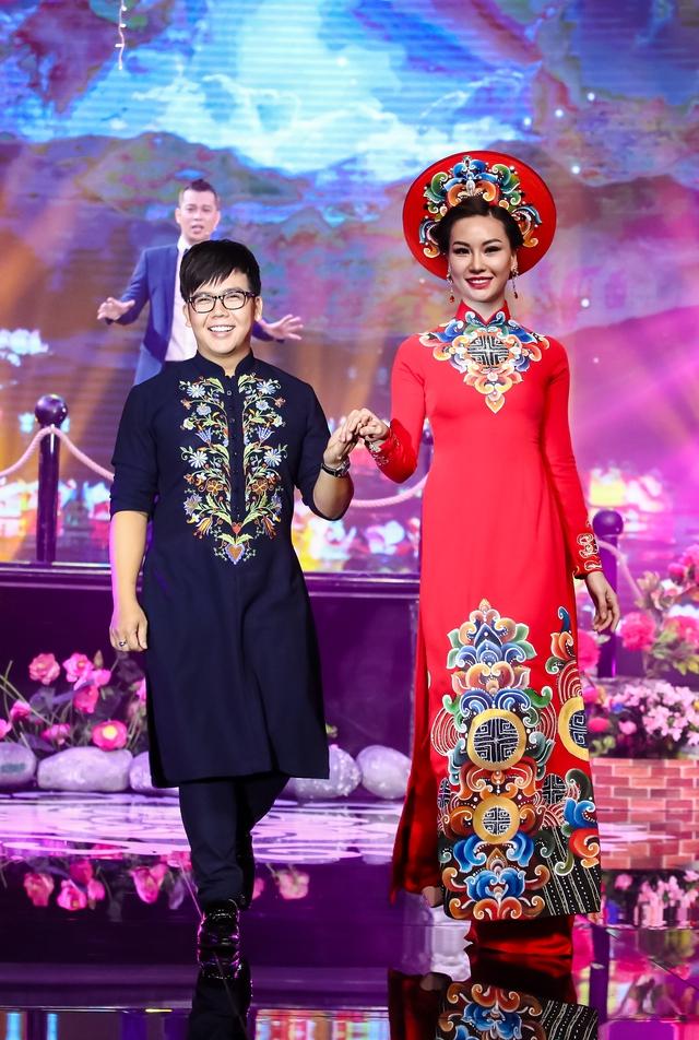 Sài Gòn đêm thứ 7 xuất hiện BST áo dài cưới độc đáo - Ảnh 9.