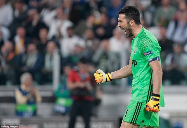 ĐHTB tứ kết lượt đi Champions League: Ấn tượng ngựa vằn Juventus! - Ảnh 1.