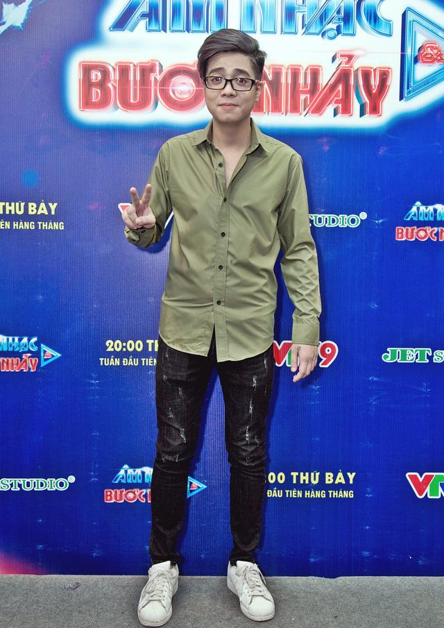 Âm nhạc và Bước nhảy: Búp bê Thanh Thảo tình tứ bên bạn trai Việt kiều - Ảnh 4.