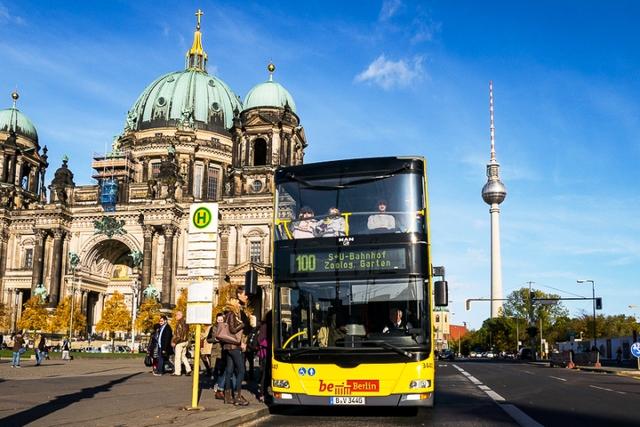 Trải nghiệm du lịch Berlin bằng xe bus - Ảnh 1.