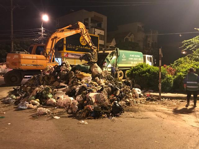 Hà Nội: Giải tỏa 7.000 tấn rác tồn đọng tại Sơn Tây, Ba Vì - Ảnh 1.