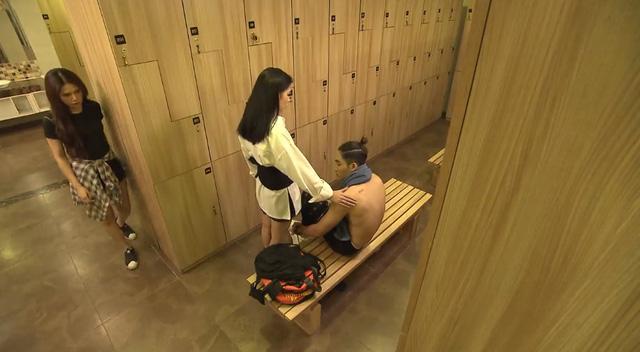 Ghét thì yêu thôi - Tập 27: Kim vô tình bắt gặp Trang thân mật với Du - Ảnh 2.