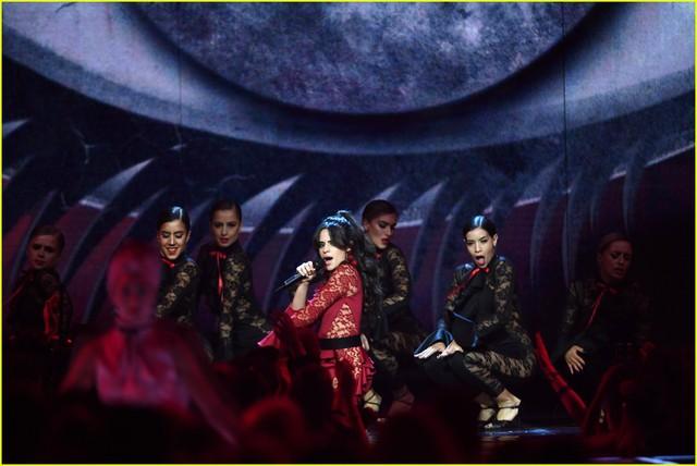 Camila Cabello đốt cháy sân khấu MTV EMAs 2017 với Havana - Ảnh 6.
