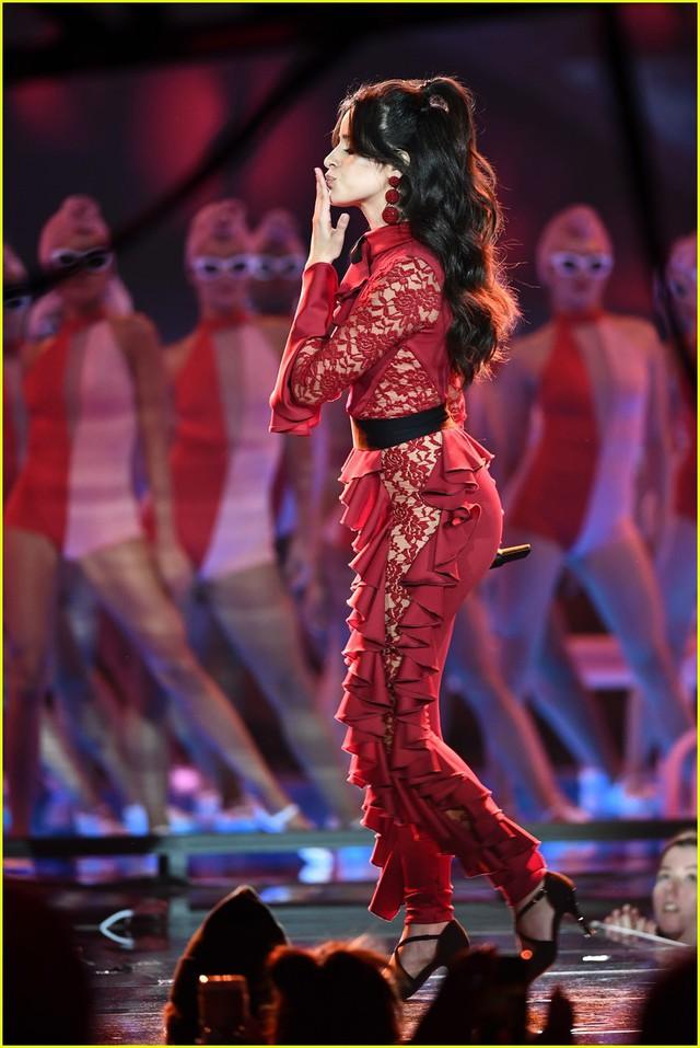 Camila Cabello đốt cháy sân khấu MTV EMAs 2017 với Havana - Ảnh 8.