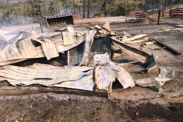 Cháy rừng bùng phát dữ dội ở Canada - Ảnh 3.