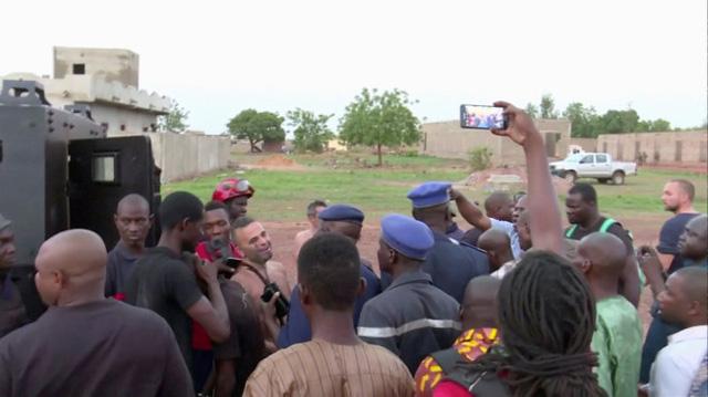Tấn công khủng bố khu nghỉ dưỡng ở Mali - Ảnh 1.