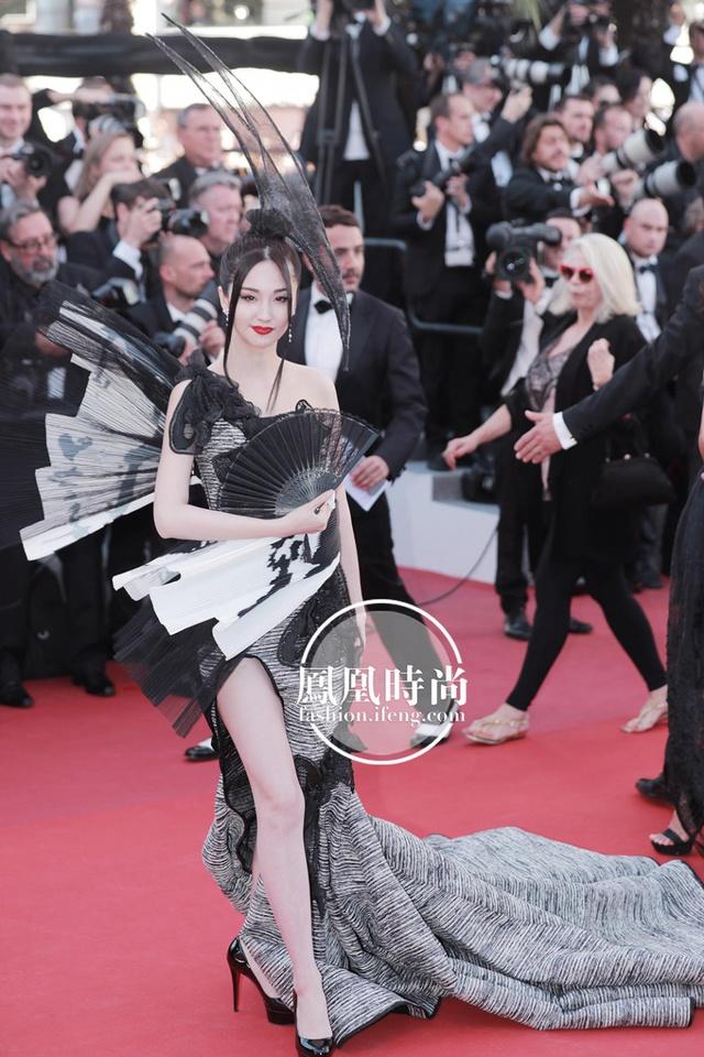 Đẹp tựa nữ thần, Phạm Băng Băng vẫn bị đàn em lấn át ở LHP Cannes - Ảnh 11.
