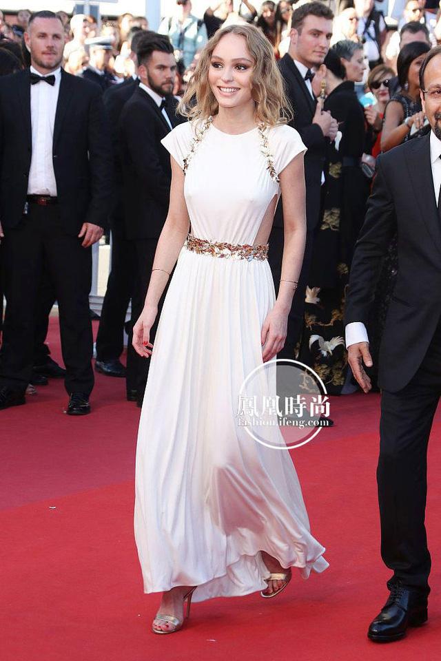 Đẹp tựa nữ thần, Phạm Băng Băng vẫn bị đàn em lấn át ở LHP Cannes - Ảnh 7.