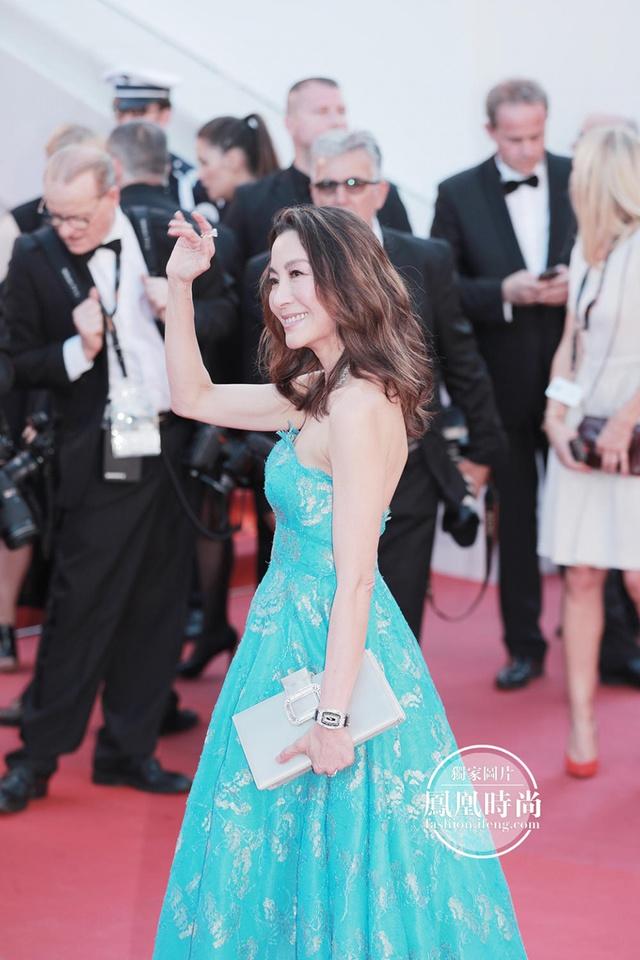 Đẹp tựa nữ thần, Phạm Băng Băng vẫn bị đàn em lấn át ở LHP Cannes - Ảnh 8.