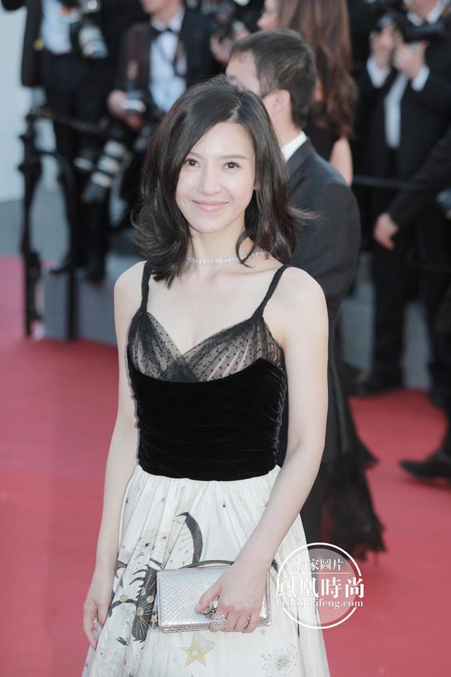 Đẹp tựa nữ thần, Phạm Băng Băng vẫn bị đàn em lấn át ở LHP Cannes - Ảnh 9.