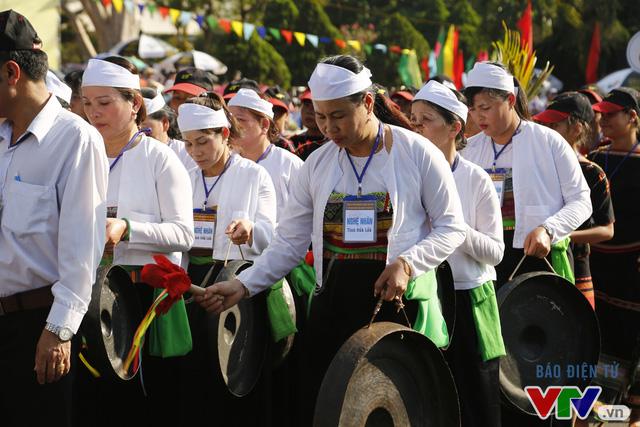 Những hình ảnh đậm sắc văn hóa Tây Nguyên tại Lễ hội đường phố Buôn Ma Thuột 2017 - Ảnh 12.