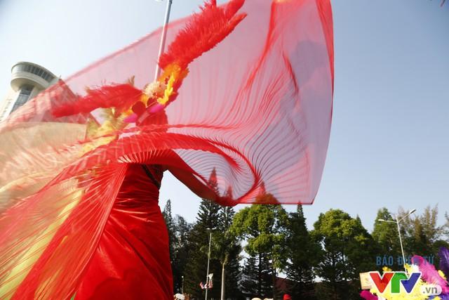 Những hình ảnh đậm sắc văn hóa Tây Nguyên tại Lễ hội đường phố Buôn Ma Thuột 2017 - Ảnh 8.