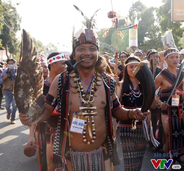 Những hình ảnh đậm sắc văn hóa Tây Nguyên tại Lễ hội đường phố Buôn Ma Thuột 2017 - Ảnh 6.