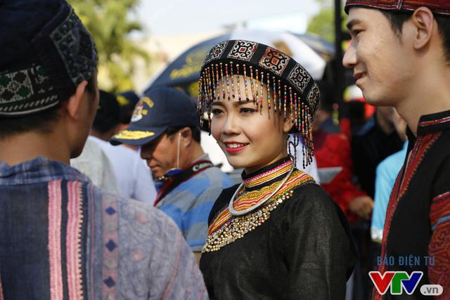 Những hình ảnh đậm sắc văn hóa Tây Nguyên tại Lễ hội đường phố Buôn Ma Thuột 2017 - Ảnh 2.