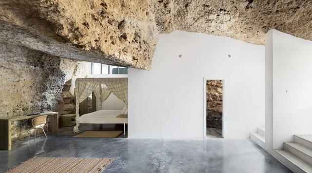 Độc đáo căn nhà hang ở khe núi tại Tây Ban Nha - Ảnh 4.