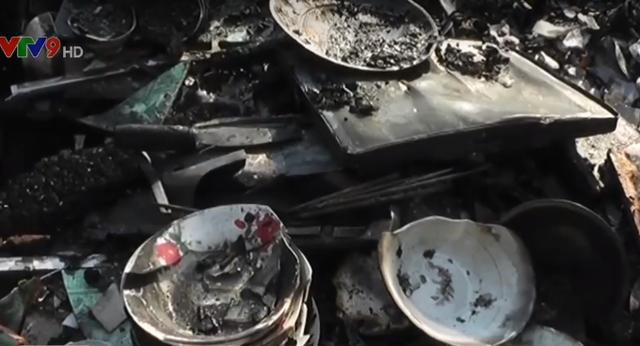 An Giang: Chập điện gây hỏa hoạn thiêu rụi 2 căn nhà liền kề - Ảnh 1.