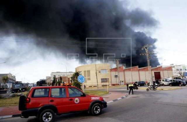 Cháy nhà máy hóa chất ở Valencia, Tây Ban Nha - Ảnh 1.