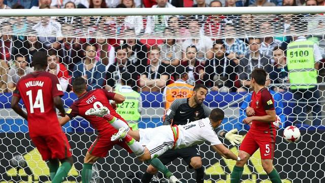 Cúp Liên đoàn các châu lục 2017: Lơ là phòng ngự ĐT Bồ Đào Nha để ĐT Mexico cầm hòa đáng tiếc - Ảnh 3.