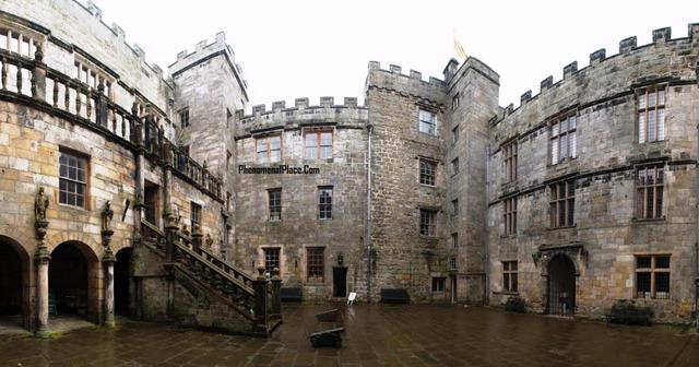 Những dịch vụ du lịch kỳ bí trong các lâu đài cổ - Ảnh 1.