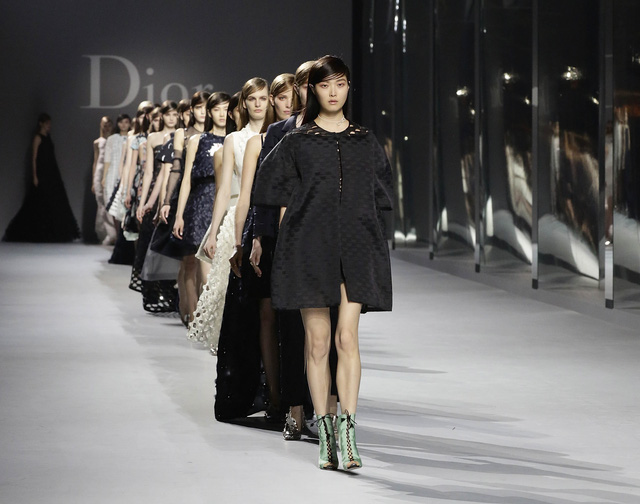 Ấn tượng những cái tên lão làng của ngành thời trang thế giới - Ảnh 2.