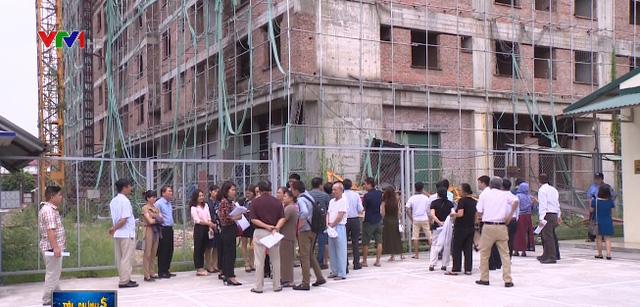 Lạ kỳ chung cư giữa Hà Nội xây đến tầng 8... không có giấy phép xây dựng - Ảnh 1.