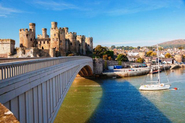 Lâu đài cổ - Một trong những nét đặc trưng của du lịch châu Âu - Ảnh 2.